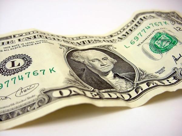 НБУ рекордно обвалил доллар