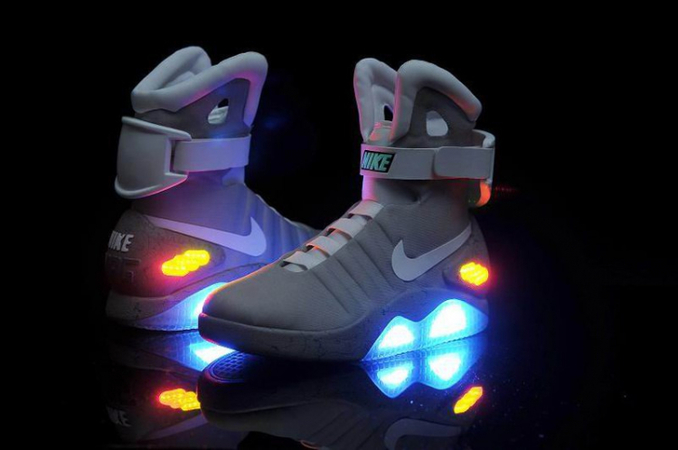 65696cfe Крупнейший в мире производитель спортивных товаров Nike выпустил  самошнурующиеся кроссовки Nike Air MAG