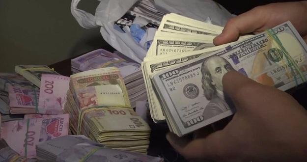 Сколько в Украине долларов