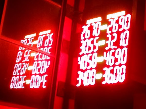 В среду на межбанке чуда не произошло — курс доллара продолжил расти за счет роста спроса на валюту.