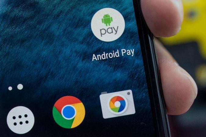 Перші анонси про запуск програми Android Pay (яка дозволяє використовувати смартфон в якості платіжного засобу) в Україні почали активно з'являтися в кінці жовтня.