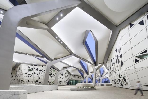 В 2017 году все обсуждали Apple Park и его излишний перфекционизм, с облегчением выдохнули после 13 лет стройки филармонии на Эльбе, восторгались новыми музеями — Лувром Жана Нувеля и Zeitz MOCAA Томаса Хизервика.