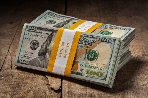 Доллар в обменниках продают за 389 тенге
