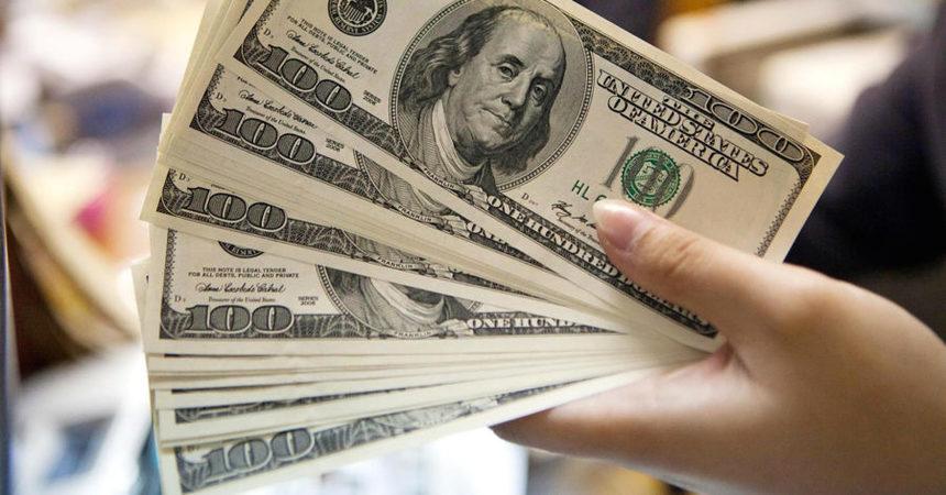 Доллар по 31,8: Реальны ли прогнозы Кабмина.
