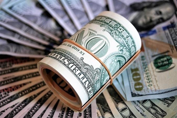 В понедельник на валютном межбанке наблюдалось противостояние курсовых интересов крупных игроков без особых успехов той или иной стороны.