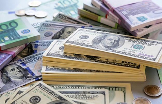 Открытие межбанка: Доллар прибавил две копейки
