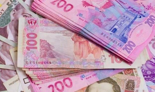 Национальный банк повысил официальный курс гривны на 12 копеек до 28,01гривен за доллар.