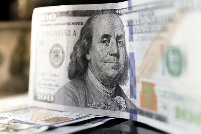 Доллар начал расти: причины коррекции и кто «виновники» торжества