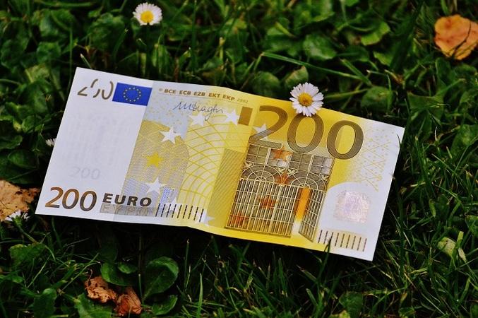 Межбанк закрылся стремительным ростом евро