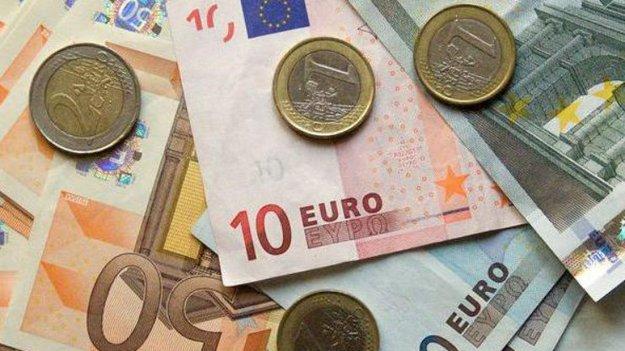 Межбанк закрылся существенным снижением доллара и евро