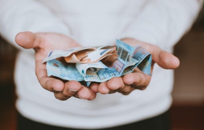 В этот вторник гривна приятно удивила как покупателей валюты (они смогли подкупиться ею дешевле), так и сам НБУ (он смог существенно пополнить резервы).