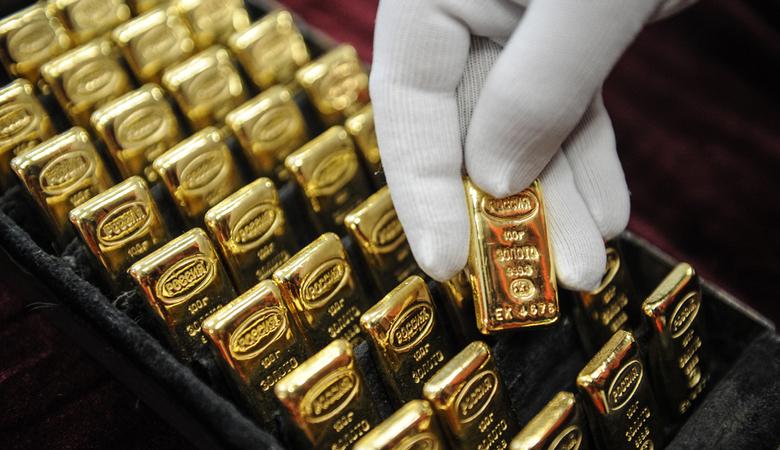 Клиенты Приватбанка за прошлый год купили более 131 кг золотых слитков ведущих афинажных компаний мира.