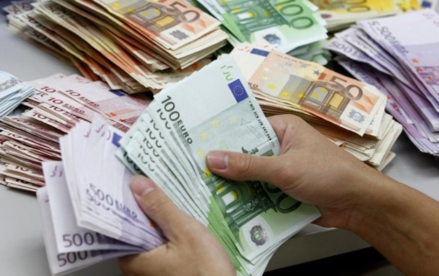 Курс в банках: Евро потерял 10 копеек