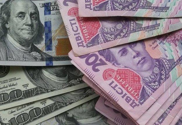 К открытию межбанка американский доллар в покупке и в продаже подорожал на 5 копеек.