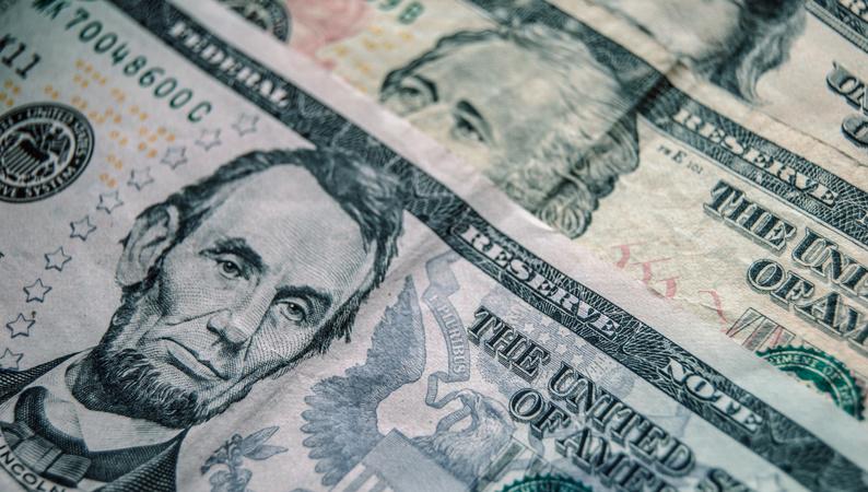 Доллар вырос: что происходит с рынком