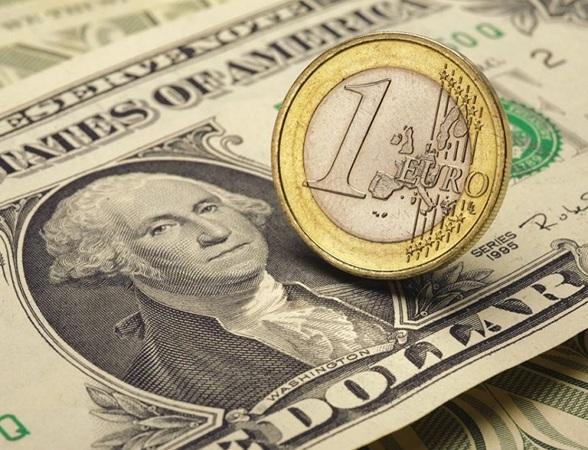 Для обмена валют сегодня не обязательно идти в обменникили даже в отделение банка.