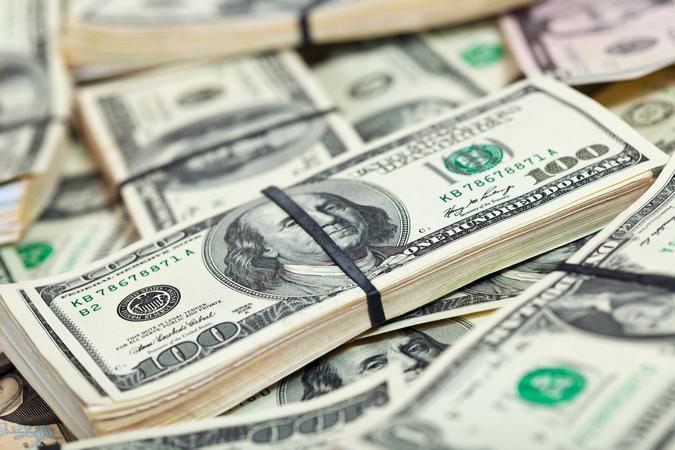 Прошлая пятница на валютном рынке прошла позитивно для гривны и доллар подешевел на межбанке до 26,805/26,825 к концу дня.